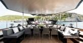 Méga ketch hauturier coque en acier de 40 m full voiles performance désign moderne rock'n'roll touch pour 10 invités VIP