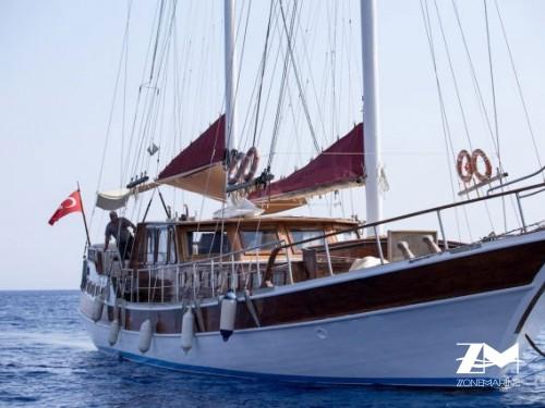 Ketch de 23 m avec 6 cabines invités rénové en 2013 plus deux cabines équipage