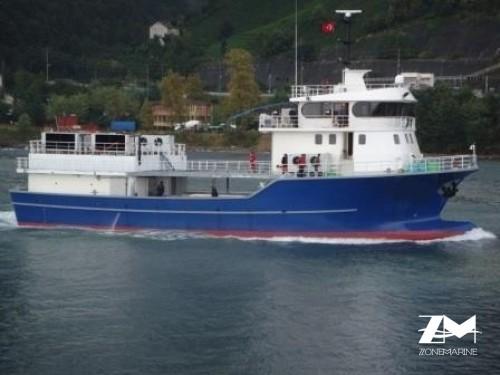 Navire de transport de poissons vivants alevins juvéniles pour fermes d'élevages construction neuve coque acier