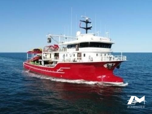 Thonier senneur neuf coque acier de 46 x 17 m moteurs 4950 CV avec 2 grues et 2 petits bateaux annexes en acier