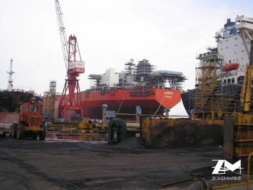 Négociant moteurs marins, pièces détachées et navires...