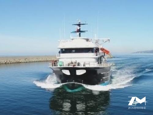 Thonier senneur neuf coque acier de 40 x 16 m moteurs 6000 CV avec 2 grues et 2 petits bateaux annexes en acier